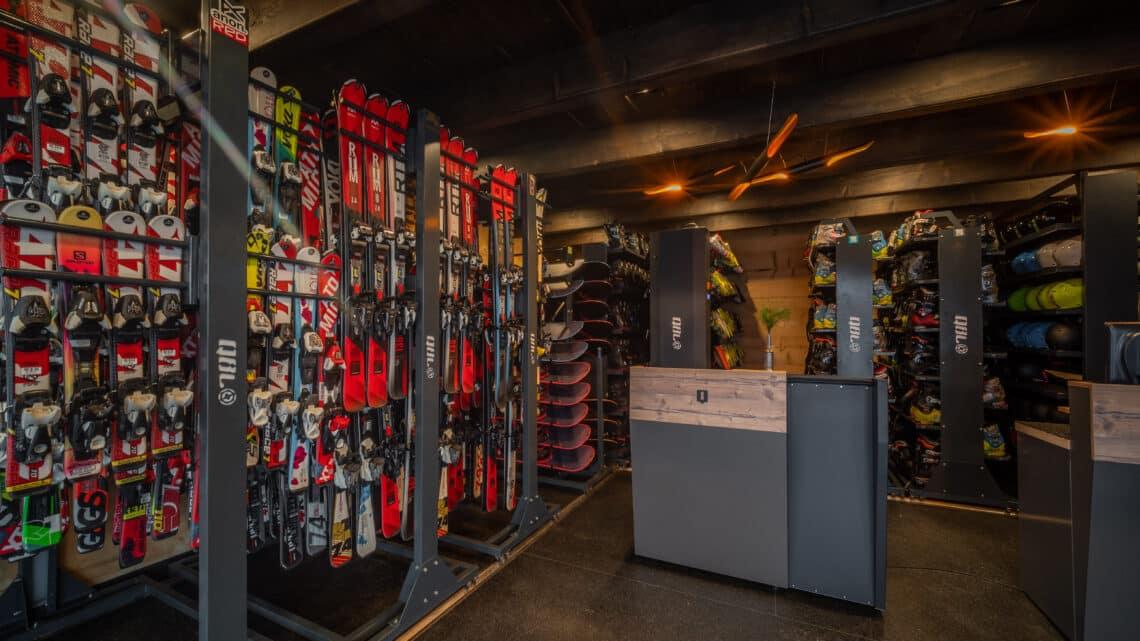 wypożyczalnia sprzętu narciarskiego, nart, snowboardu